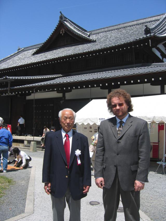 Maître Valeriy Maistrovoy en compagnie du Maître Yasuo Danjo 10e dan de Kendo et Iaido (Kyoto, Japon).