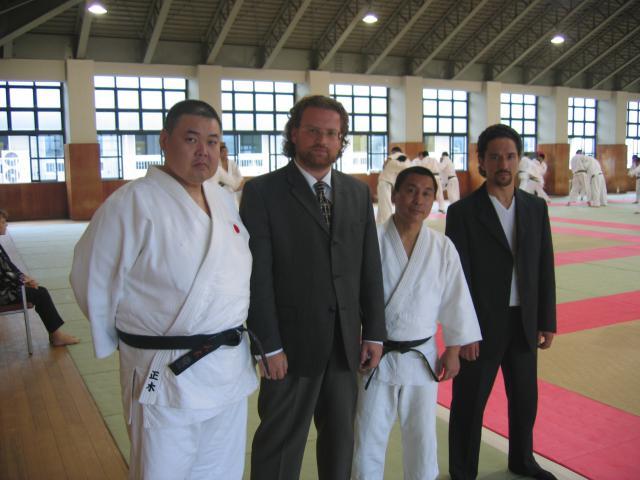 Avec Olympique et du monde de judo champions Masaki et Hosokawa (Tenri, Japon).