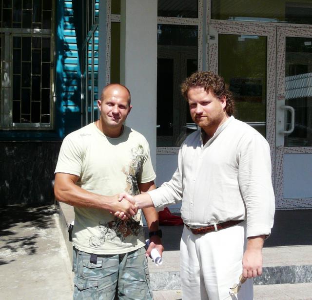Maître Valeriy Maistrovoy et Fedor Emelianenko, le champion du monde de Mix Fight et Pride.