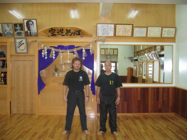 Maître Valeriy Maistrovoy en compagnie du Maître Kiyohide Shinjo, redoutable samouraï Uechi-ryu 8e dan.