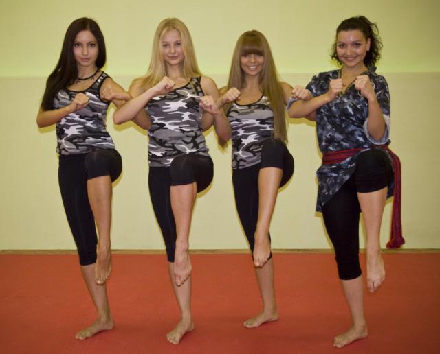 Pour la petite histoire - un certain nombre de programmes fitness très populaires en russie se sont inspirés du Stenka.